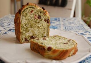 抹茶大納言と桜のマーブル食パン