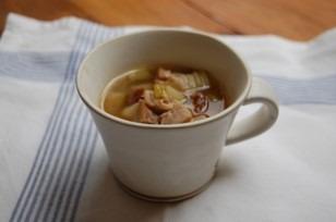 塩漬けしたチキンのスープ